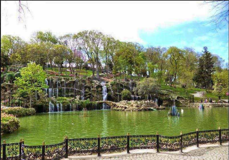 Emirgan Park - türkish Emirgan Korosu Istanbul